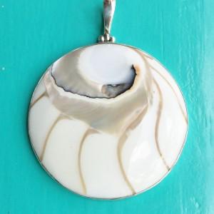 Nautilus Large Round White Pendant