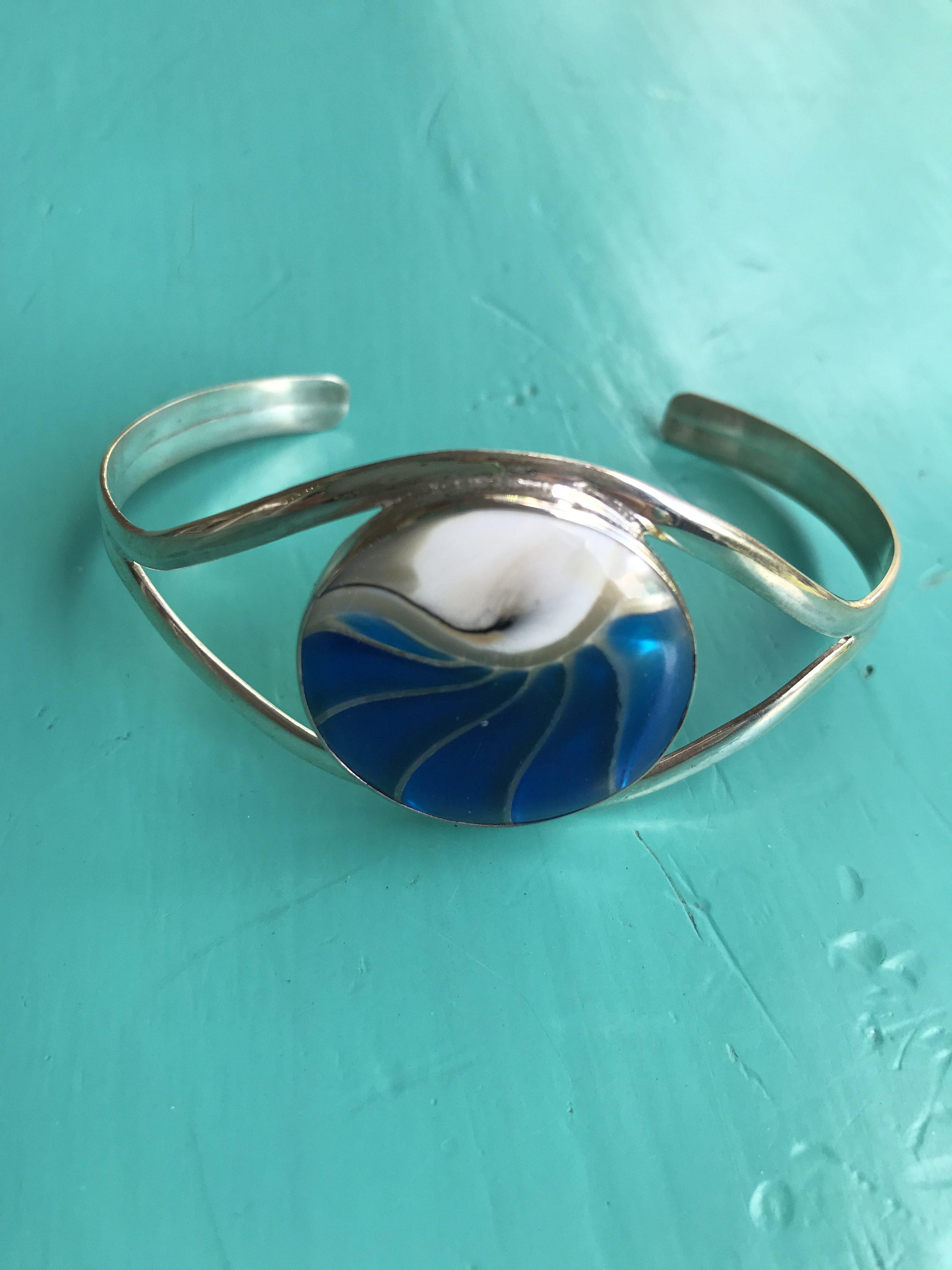 Nautilus Round Blue Bangle