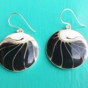 Nautilus round two sided black earrings