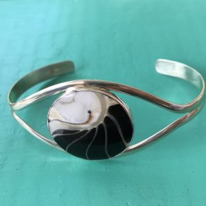 Nautilus Round Black Bangle