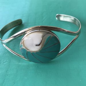 Nautilus Round Turquoise Bangle